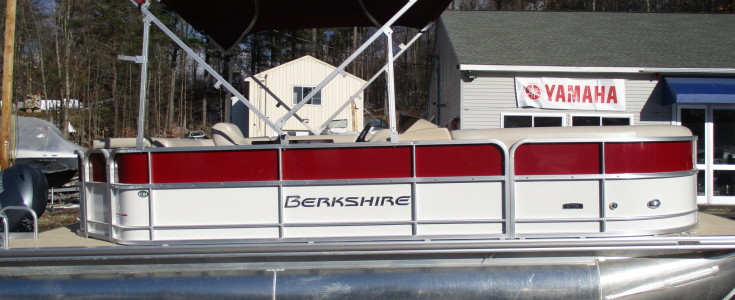 2018 Berkshire 20CL White-Red 022