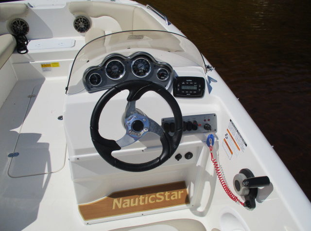 2017 nautic star 203sc 027