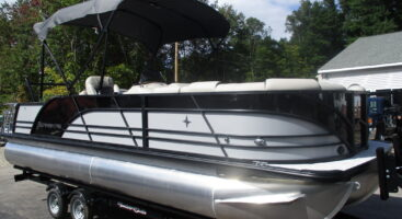 2020 Berkshire 23SB2 2.75 Hull w/ Mercury 150HP