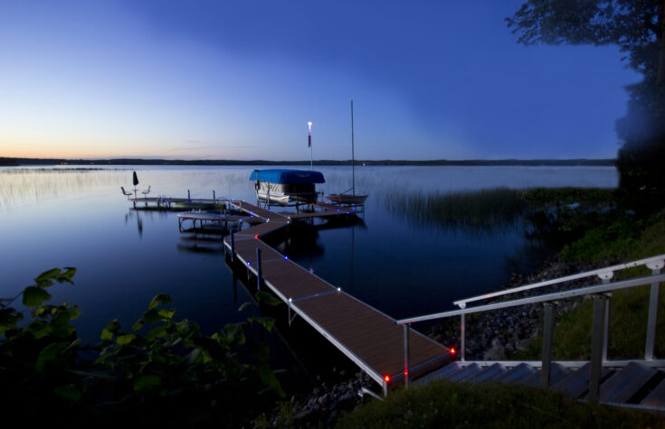 red_white_blue-solar-dock-lights_rs4_vertical-lift_blue-canopy-0193_edited